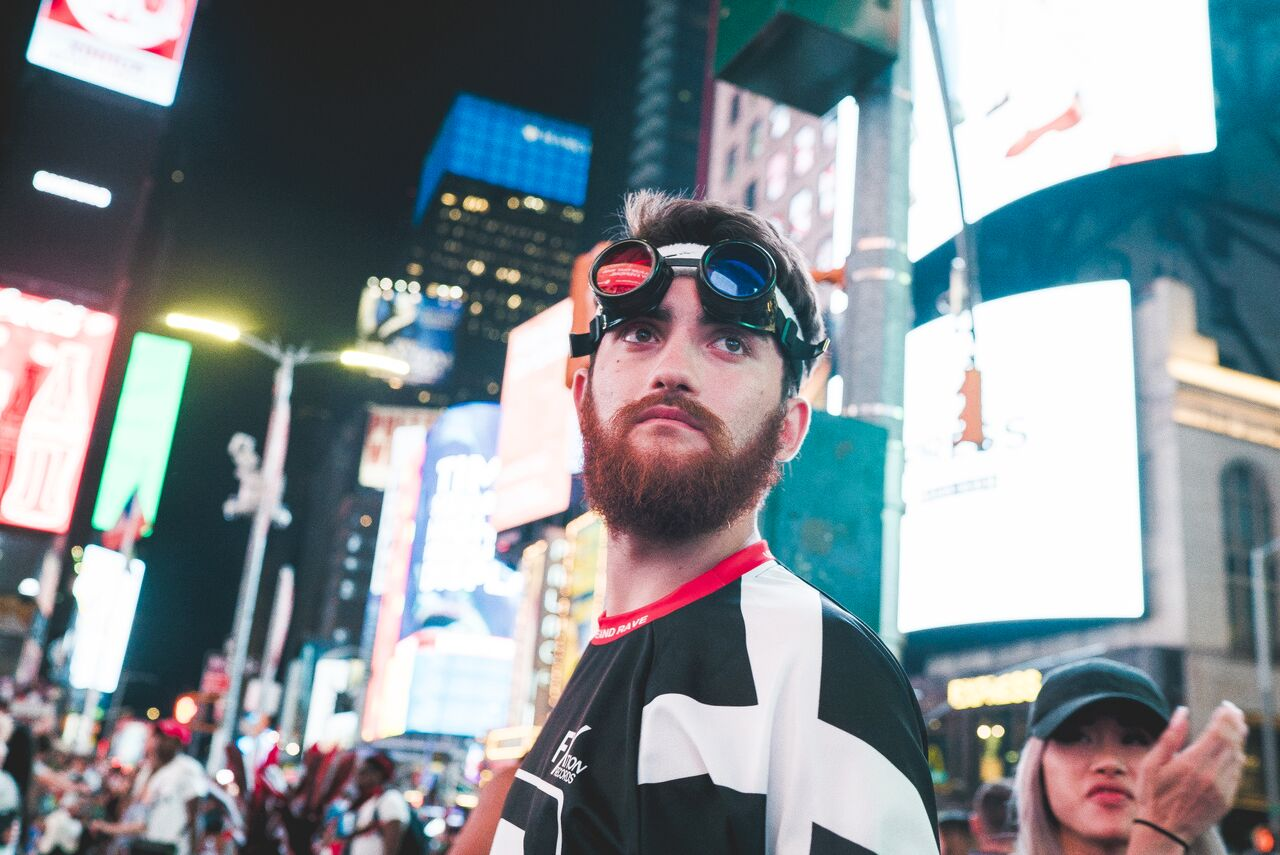 BRADLEY GUNN RAVER IN NEW YORK CITY ile ilgili görsel sonucu